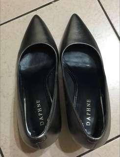 🚚 達芙妮高跟鞋 穿起來顯瘦好看 但版型偏大 建議24號穿著