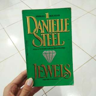 "DANIELLE STEEL ""JEWELS"""