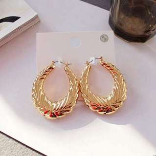 E16 Exaggerated Golden Swirl Hoop Earrings