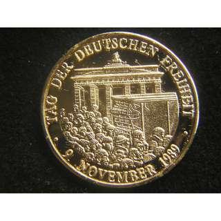 2009年德國發行慶祝柏林圍牆倒下東西合拼十週年紀念章