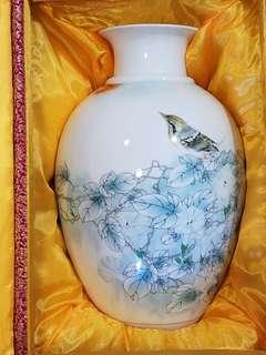 景德鎮手繪瓷器花瓶《牽手幸福》