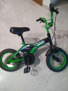 Kids Bicycle with new seat and training wheels