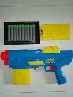 Air Warriors Ultra Tek Ultra-Tek Blaster with 2x 8-dart clip and 20 darts Buzz Bee Buzzbee Kids Boy Toy Gun Not Nerf TRU