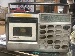 Vintage Radio. Boleh on tapi takde lagu, bunyi shhhhhh je. Kena service.