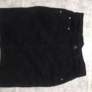 A字裙 包裙 紅色短褲 黑色短褲 $100 for 4