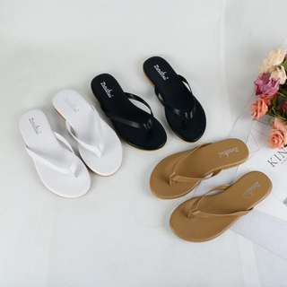 New Korean version of the female slippers summer fashion wear wild beach shoes flat bottom cool