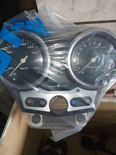 Super 4 spec 1 speedometer ori still new.