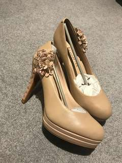 Brand new leather high heels size 36
