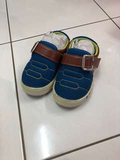 Boy Shoe - size 24