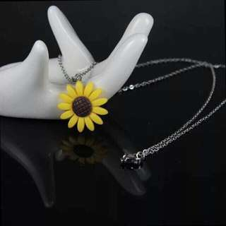 stainless SUNFLOWER necklace🌻