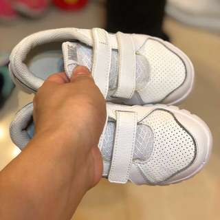 Nike 返學白波鞋