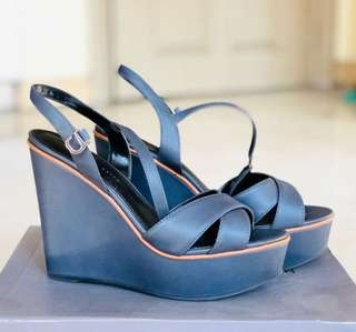 Charles & Keith Wedges/Open toes Size 7