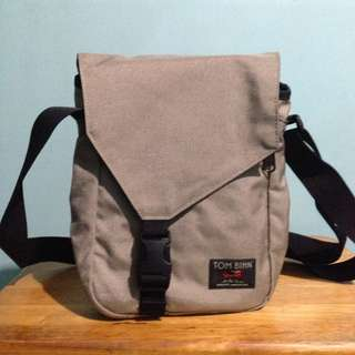 TOM BIHN Cafe Messenger Bag (Made in USA)