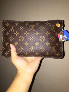 i am looking for : LV Clutch (Monogram)