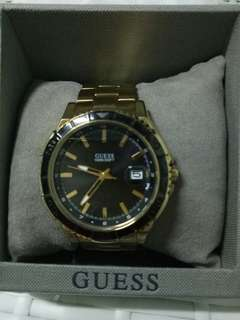 🚚 Guess gold watch