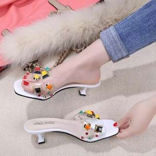 2018 summer new style slippers female Korean fashion style fine with transparent leather candy color rivet cat sandals