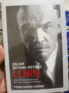 Dalam Bayang-bayang Lenin