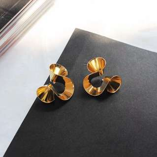 E21 Golden Swirl Earrings