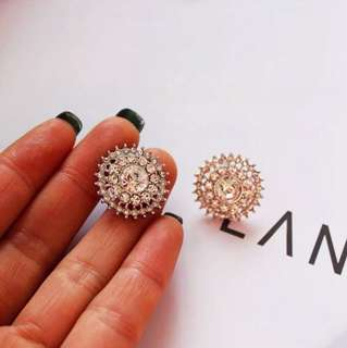 E23 Floral Hollow Diamond Earrings Studs