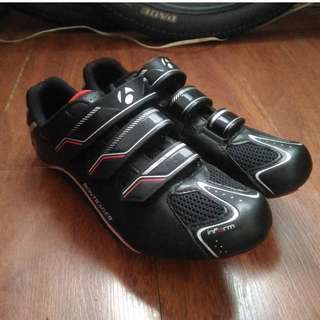Road bike shoes cleats