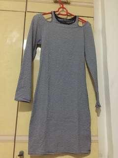 Off shoulder long sleeve strips dress