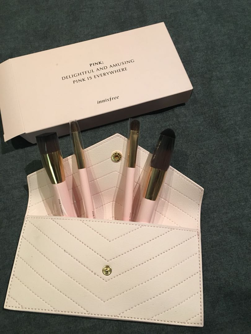 Innisfree Mini Pink Travel Brush Set