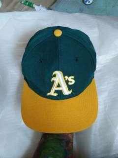 Topi Snapback MLB/Baseball A'S (Oakland Athletics) original Tag brand: Authentic Diamond Collection made in korea Size: 7 1/4 (M-L)  Unisex Material: Acrylic 80%,wool 20% Logo brand full bordir Full tag logo brand Kondisi 98% sangat mulus seperti baru