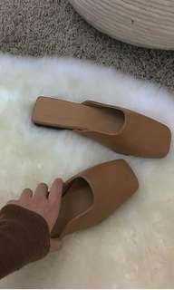 Studio doe 駝色方頭穆勒鞋(nude)