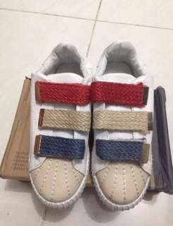 Sepatu Fashion Import