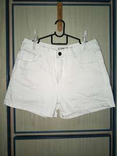 Daisy Embroidered White Shorts