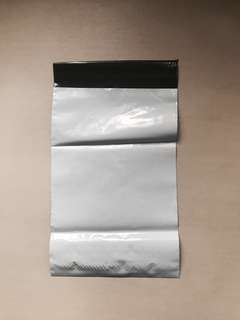 [ wts ] white/black polymailer 17cm x 25cm