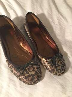 Anne Klein Cheetah print flats, size 7