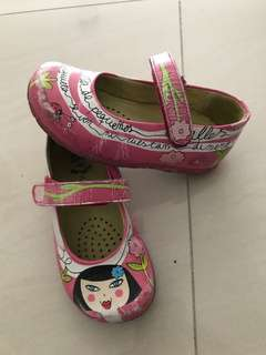 Girls shoe