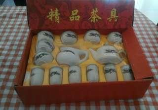 景泰蓝小茶壶,泡茶,茶壶会变色。