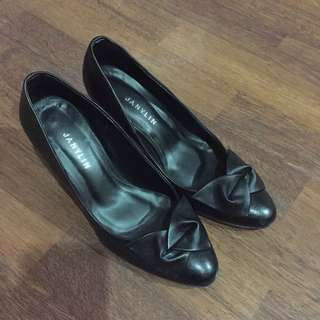 Janylin Black Pumps