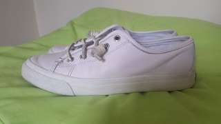 Repriced *SPERRY WHITE SNEAKERS