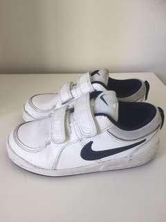 Boys Nike Trainers Size 27