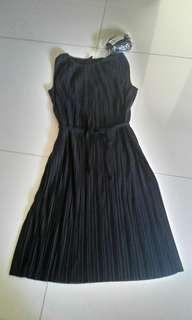 New Uniqlo black pleated dress