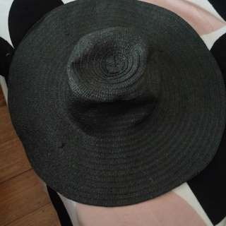 Black beach hat