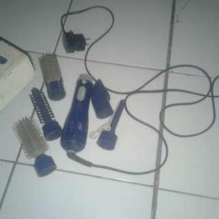 Pengering rambut, sisir dan catokan lengkap