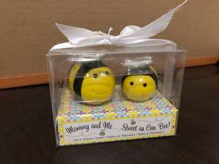 Mommy and baby bee salt and pepper shakers