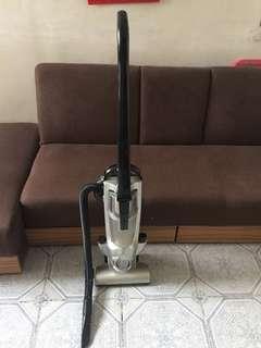 直立式吸塵機