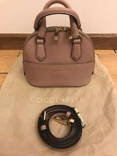 💯 authentic coccinelle alma sling bag for let go!!