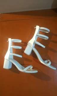 Size 6 white Hue heels