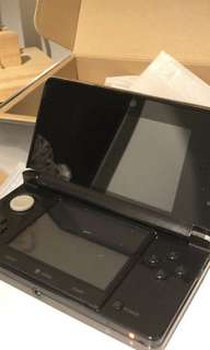 Nintendo 3DS Black US Version. Both AU & US charger included.