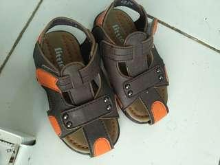 New sepatu matahari