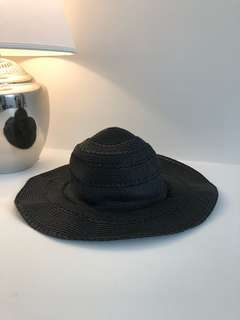 Black oversized summer straw hat