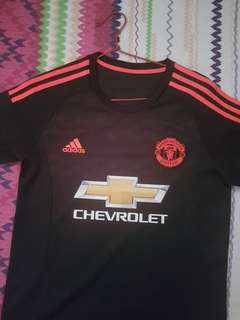 100% authentic used Man Utd jersey. Size S