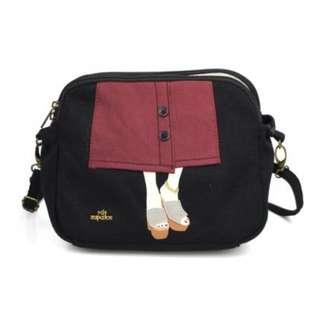 【預購】日本 | Mis-Zapatos(6701):鈕扣短裙*雙層口袋~肩背包(尺寸:18*23*12CM)_免運。