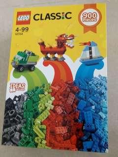 Lego creative box set 900 pieces!